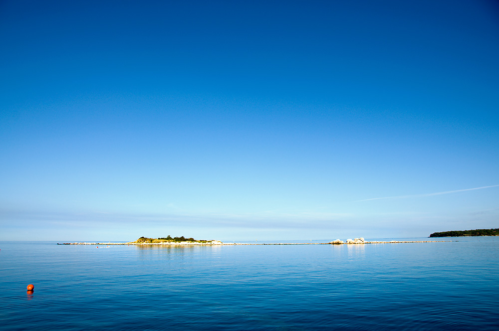 Blue and an isle